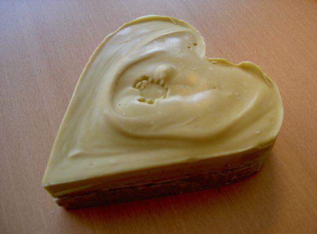 auf dem Bild siehst Du ein Herz aus Seife mit einem Schafstempel bestempelt