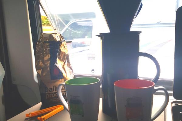 Thermoskanne mit Kaffefilter, 2 Tassen, Kaffeepulver