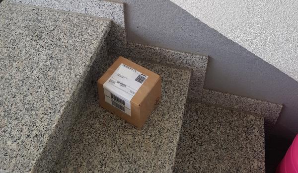 Päckchen auf der Eingangstreppe